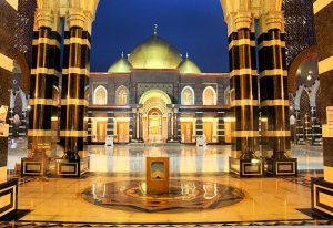 interior masjid kubah emas