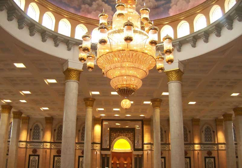 lampu gantung masjid kubah emas
