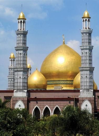 menara masjid kubah emas