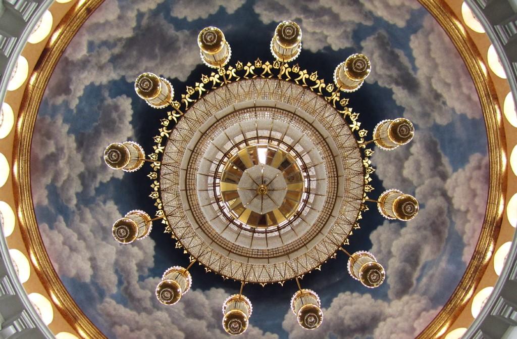 Keindahan Arsitektur Masjid Kubah Emas Dian Al Mahri Depok